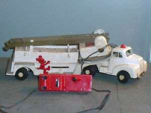 VINTAGE MICKEY MOUSE CLUB TOY FIRE TRUCK WHITE, BATTERY