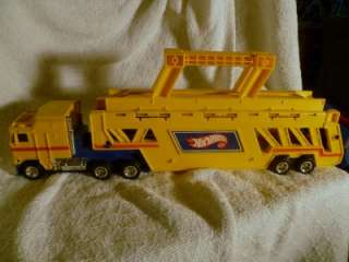 Hot Wheels Car Carrier/Truck Semi Trailer 20 LONG   MATTEL