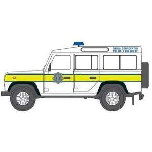 Oxford Garda Land Rover Defender Station Wagon 1/76 Scale